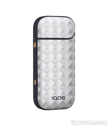 IQOS® スキン パールホワイトをネイビーアイコスに装着