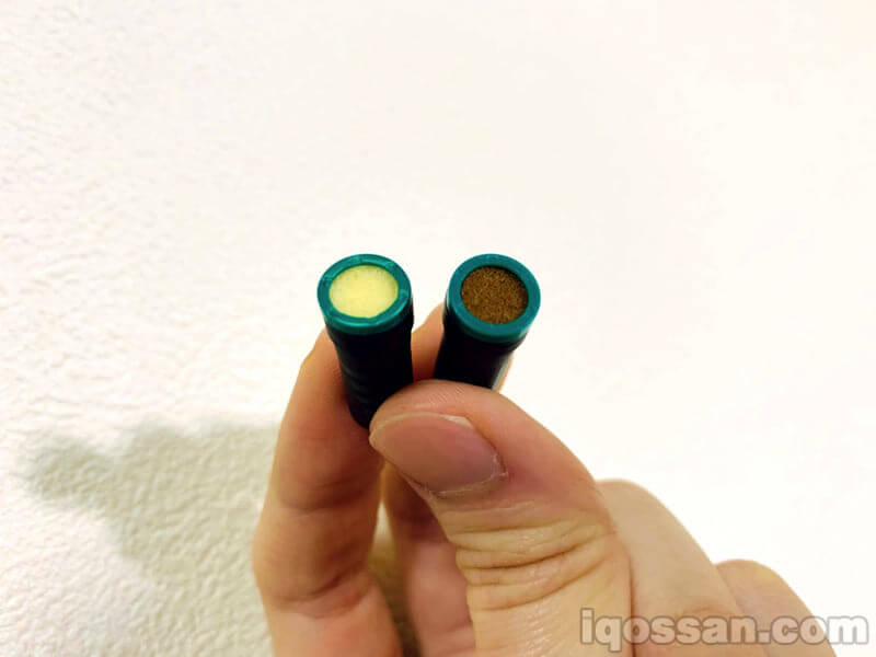 たばこカプセル。左がプルームテック、右がプルームテックプラス専用のもの
